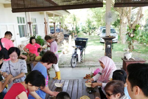 durianfeast-13D766B3E3-E1B7-03A0-0C99-DE062F19510E.jpg